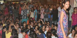 lathi-charge-bhu-several-injured-including-females