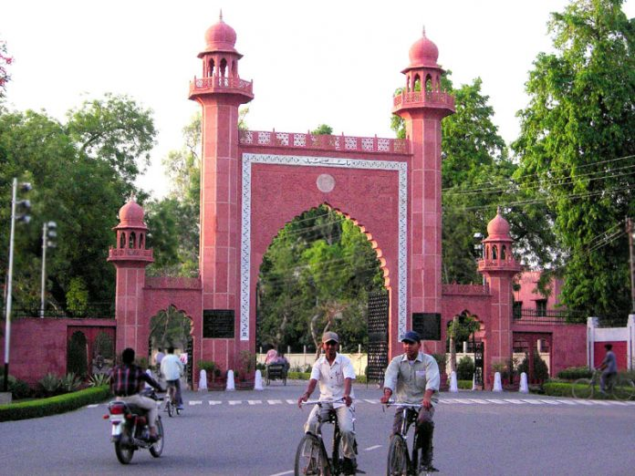 striking-students-ask-amu-union-election