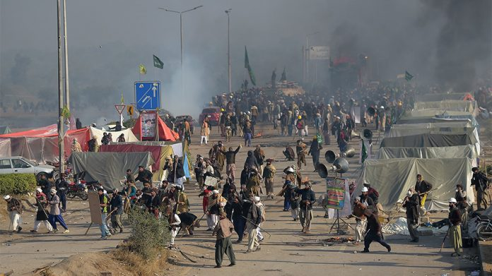 scores-injured-pakistan-police-disperse-islamist-sit-bill-mentioning-mohammed-video