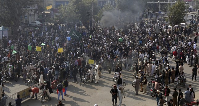 pakistan-calls-army-restore-security-islamabad-clashes-protesters