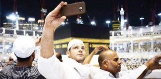 makkah-grand-mosque-management-pilgrims-dont-get-carried-away-taking-selfies
