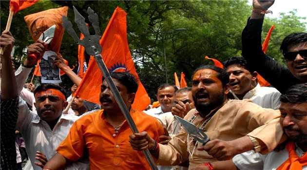 mp-catholic-priests-allegedly-beaten-up-outside-police-b-y-bajrang-dal-activist