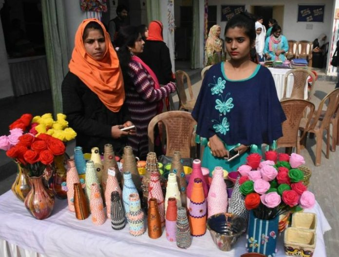 vice-chancellor-wife-attend-annual-fete-exhibition-ladies-club