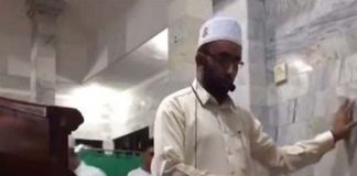 watch-imam-continues-leading-prayer-deadly-indonesia-earthquake