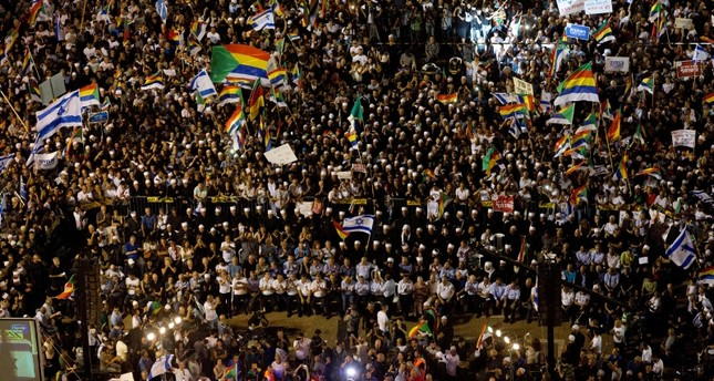 tens-of-thousands-protest-israels-racist-jewish-nation-law-in-tel-aviv